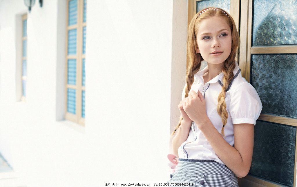 服装模特 年轻 漂亮 春装 金发 外国美女 笑容 青春 艳丽 白衬衫 女性