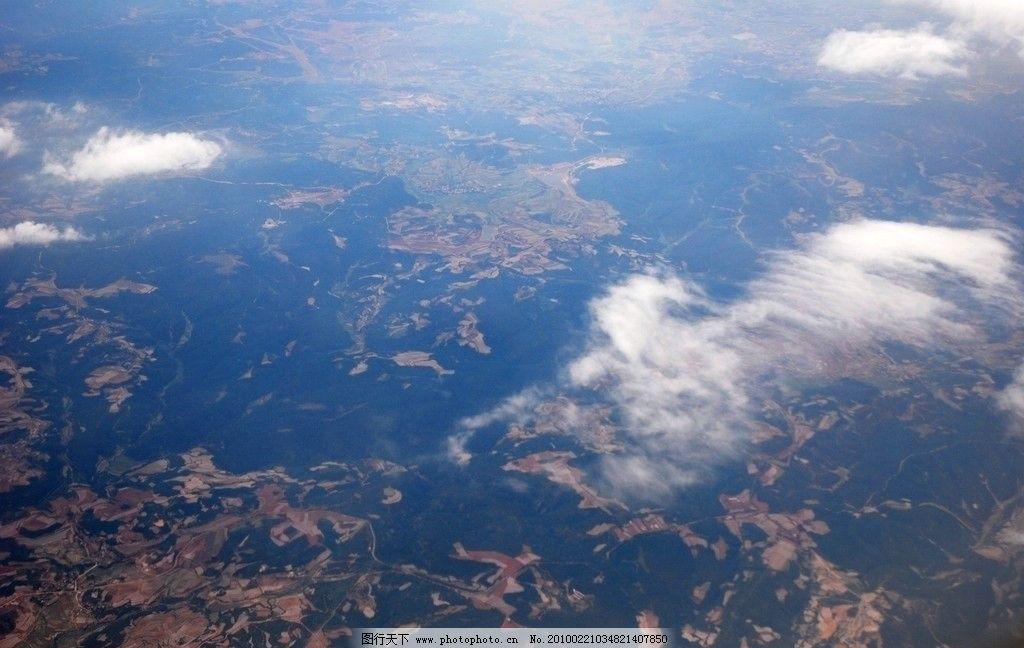 在飞机上拍摄的地面照片