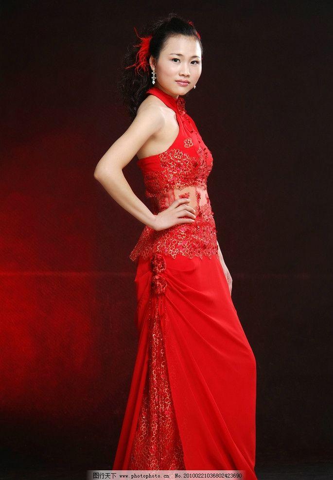 红色婚纱照图片