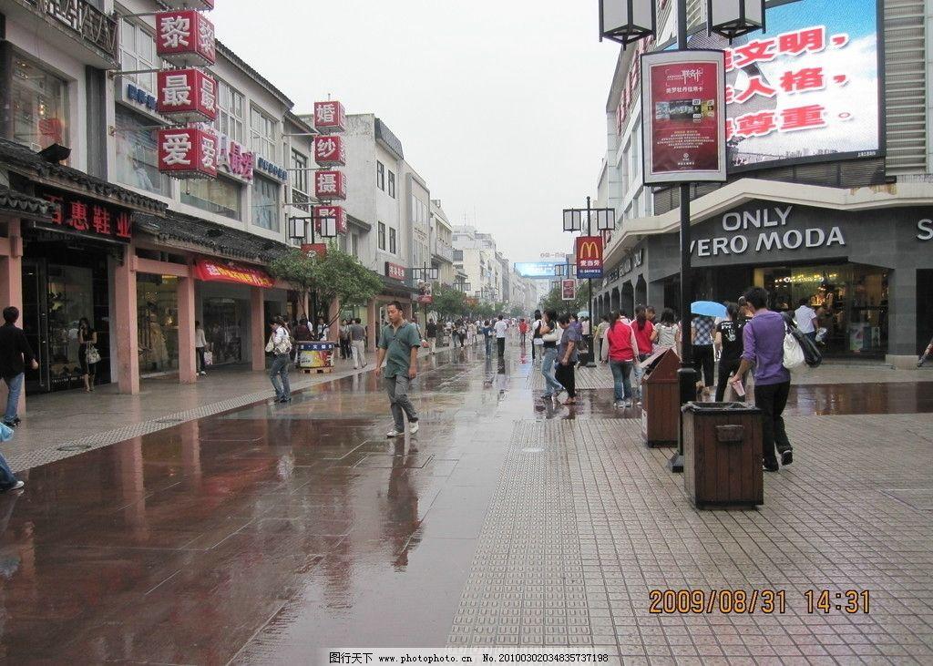 物街宝贝视频_商业街 建筑 建筑物 道路 铺砖 景观设计 店面 装饰 商店 天空