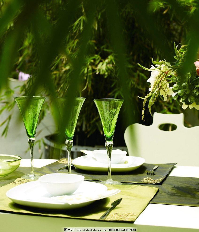 情景 小品 欧式 台桌 花瓶 花 椅子图片