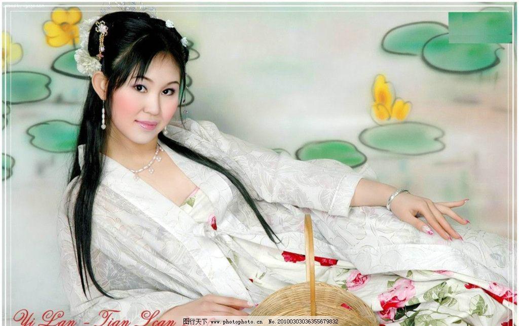 古装美女 古装 美女 衣服 头发 人物 地面 白色 黑色 背景 古典 毛笔