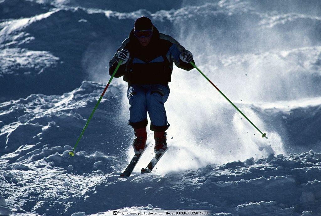 冬日运动 滑雪 雪 蓝天 底图 阴影 人 滑雪服 白色 滑雪场 滑雪设备
