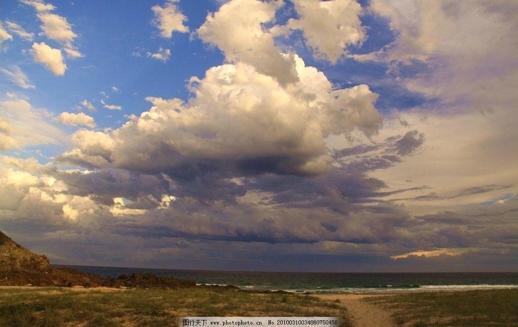 白云与荒野图片