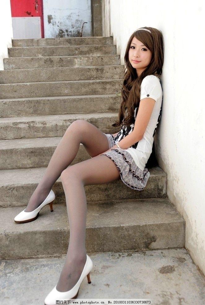 美女小芭 台湾 模特 写真 丝袜 灰丝 美腿 美眉 清纯 可爱