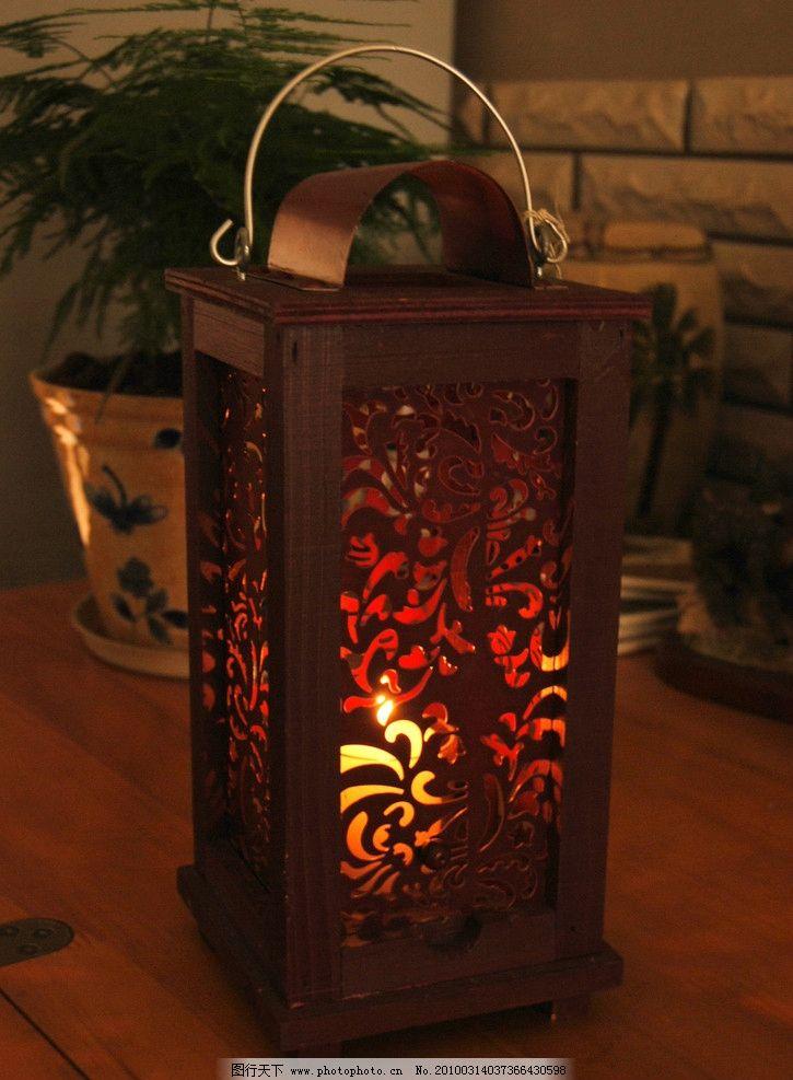 红色木质蜡烛提灯图片