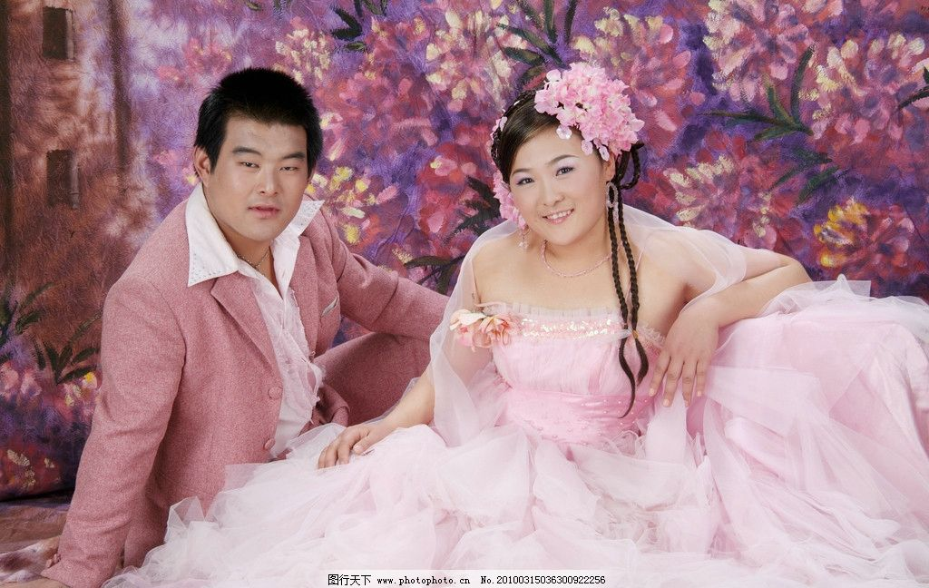 实景婚纱照 粉色 双人 室内婚纱照 人物摄影