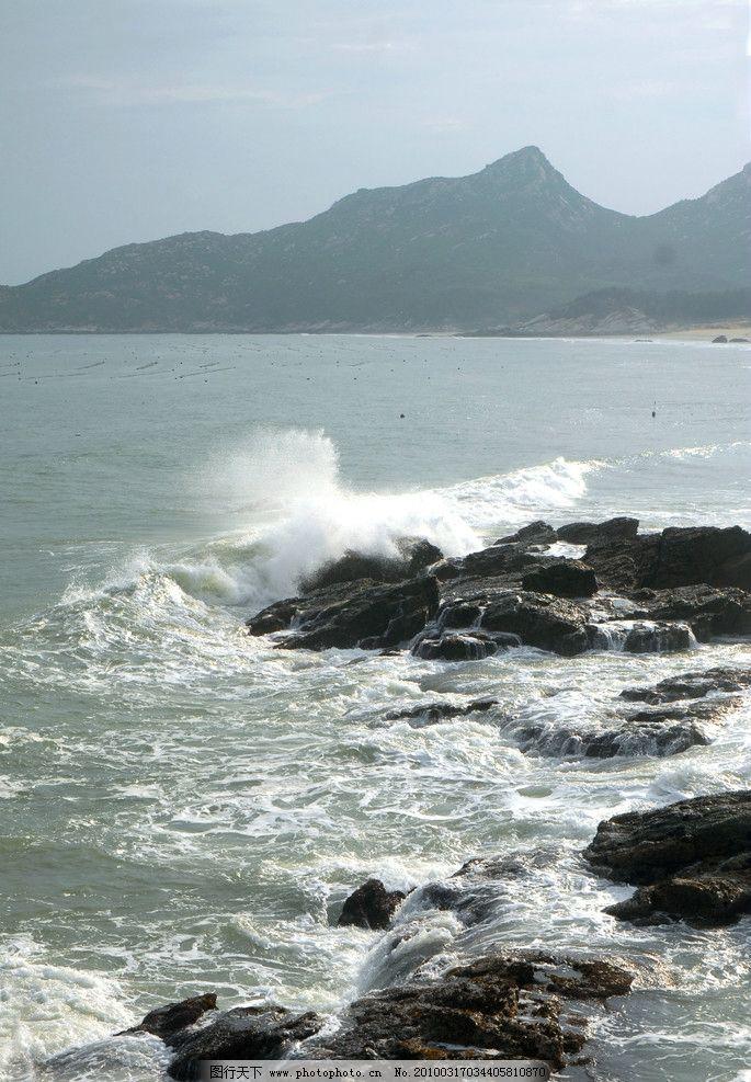 海岸 大海 礁石 海水 远山 浪花 海浪 山水风景 自然景观 摄影 300dpi