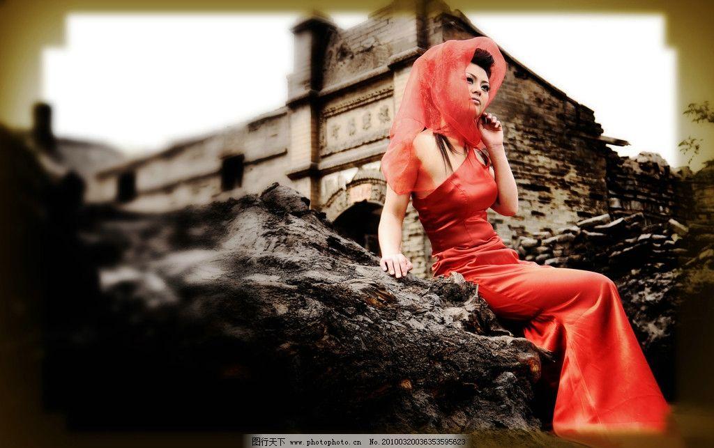 时尚美女 美女 红色晚礼 晚礼 老式房子 老房子 旧照片 婚纱照 人物