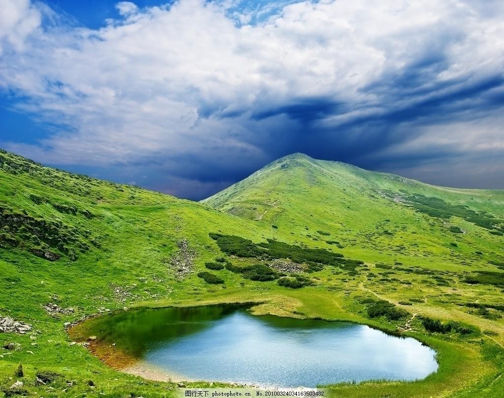 白云 山丘 山脉 群山 山峰 小溪 湖泊 小湖 小河 风景 风光 大自然 高