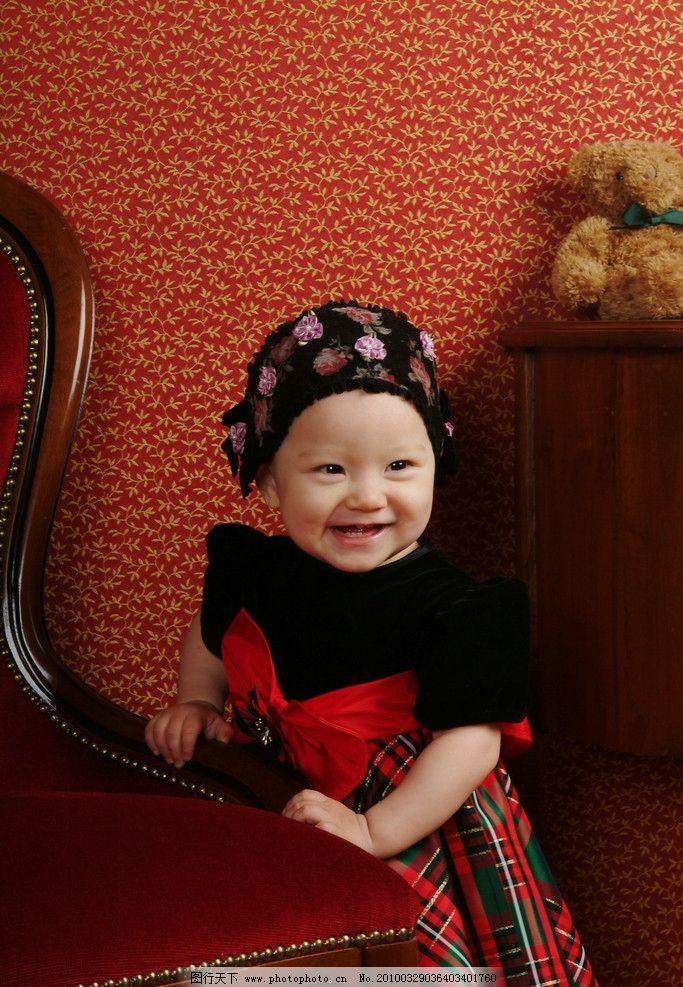 儿童 女孩 影楼 优雅 婚纱 花 可爱 美丽 儿童幼儿 人物图库