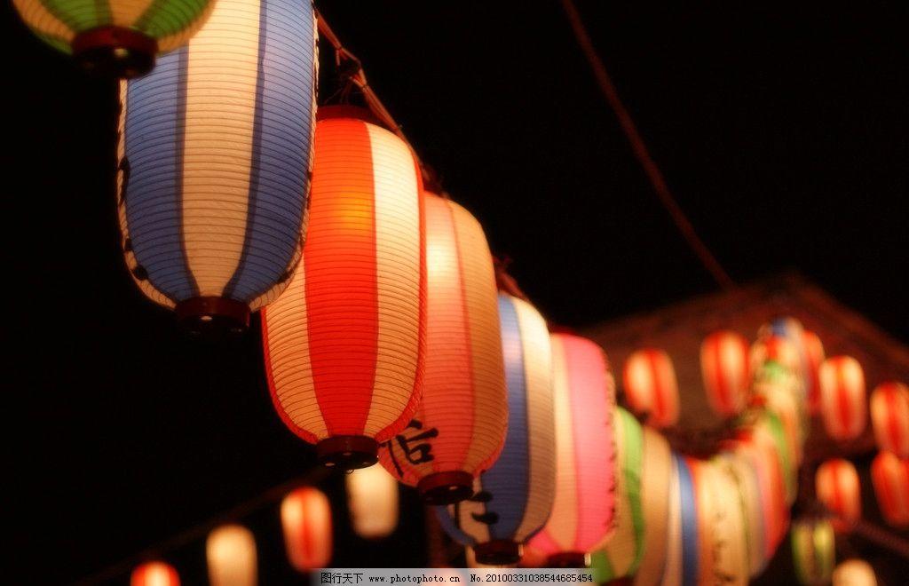 日本风格的红色圆灯笼